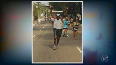 Conheça a história de Pablo dos Santos: ex - ambulante que virou maratonista - Pablo entrou na faculdade de Educação Física e começou a participar de maratonas em 2006. Desde lá não parou mais de correr.