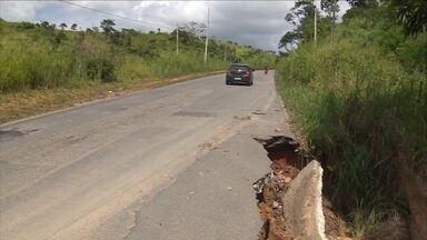 Motoristas precisam estar atentos porque se formou uma cratera na PE-45 - Buraco fica no caminho para Vitória de Santo Antão.