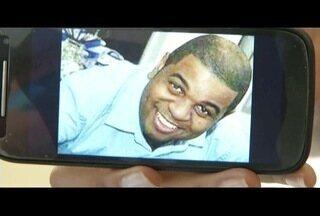 Policial morto na porta de casa em Macaé, RJ, é enterrado nesta quarta-feira - Policial levou pelo menos 15 tiros.