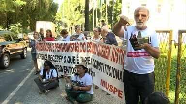 Governo do RJ não deve pagar benefícios atrasados para aposentados e pensionistas - Estado afirmou que vai recorrer porque não tem dinheiro em caixa.