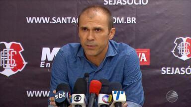Técnico do Santa Cruz pede desculpas por agredir auxiliar do Bahia - Caso ocorreu no jogo que eliminou o Bahia da Copa do Nordeste.