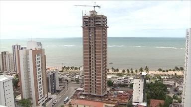 Jaboatão tem queda na procura de compra de imóveis - Um ano após lançamento, um condomínio ainda está com 60% dos apartamentos disponíveis.