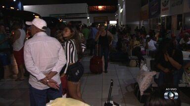 Feriado faz com que fluxo de pessoas aumente na rodoviária e estradas de Goiás - Polícia Rodoviária Federal deve intensificar a fiscalização durante os quatro dias.