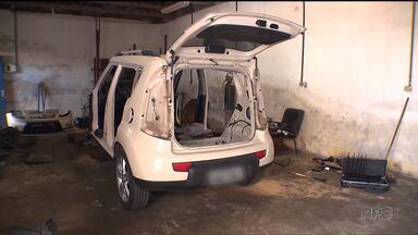 Mulher tem o carro roubado no centro de Curitiba - Três horas depois, a polícia encontrou o que sobrou do carro, no Pinheirinho