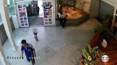 Polícia vai indiciar pais que deixaram criança sozinha em shopping da Zona Sul - Abandono aconteceu na última sexta-feira. Eles vão responder por abandono de incapaz