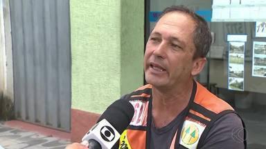 Corridas de mototáxi caem 30% em São João del Rei, diz cooperativa - Profissionais afirmam que regulamentação da atividade desfavoreceu categoria. Atualmente, valor cobrado a cara 3 Km é R$ 5.