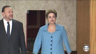 Dilma deve dizer na ONU que é vítima de golpe - Oposição e ministros do Supremo condenam iniciativa. Presidente vai à ONU assinar acordo sobre mudança do clima.