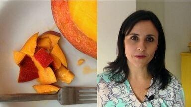 Comer frutas com a casca ajuda a diminuir o colesterol - As cascas de todos os alimentos são ricas ricas em fibras, o que ajuda nosso corpo a levar a glicose e o colesterol embora.