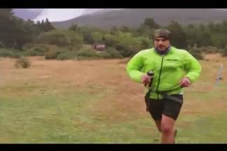 Ultramaratonista Fernando Nazário retorna a Uberlândia após prata no Chile - Atleta correu por 100 km durante 10h49min na Ultrafiord. Percurso teve neve, mata fechada e córregos.