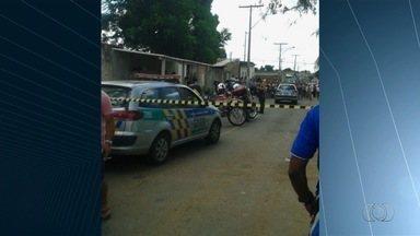 Quatro homens são baleados em bairro de Aparecida de Goiânia - Eles caminhavam quando foram atingidos. Samu prestou o socorro.