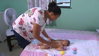 Veja como os pais podem ajudar no desenvolvimento das crianças com microcefalia - Doença está relacionada ao zika vírus, transmitida pelo mosquito da dengue. Chegada do período de chuvas requer mais cuidado no combate ao aedes aegypti.