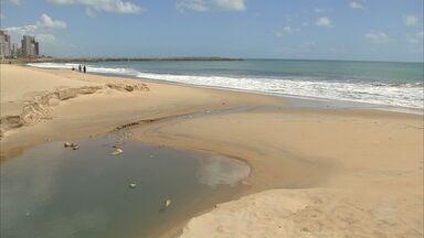 Praia do Futuro, em Fortaleza, está imprópria para banho há duas semanas - Praia do Futuro, em Fortaleza, está imprópria para banho há duas semanas