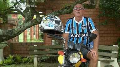 'Vô Vida Loka' conta como virou personagem da torcida do Grêmio - Carlos Wedman mora em Albatroz e tem 63 anos.