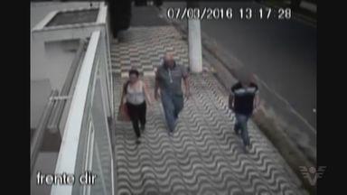 Casal é preso na Ponta da Praia suspeito de roubar apartamentos - Senhora de 80 anos, que teve o apartamento invadido, foi quem chamou a polícia.