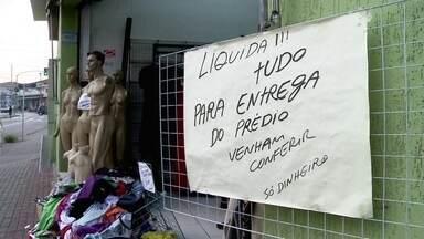 Crise econômica faz crescer o número de desempregados no Brasil - Parte 1 - O desemprego já atinge 10% dos brasileiros. Entre os jovens, a situação é pior, 20,8% deles estão desempregados.