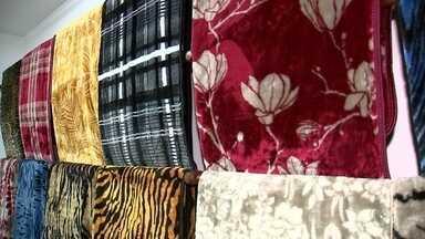 Aumenta venda de cobertores em Sorocaba - Com os termômetros abaixo dos 20ºC, aumentam as vendas de cobertores. Bom para os comerciantes que não viam a hora de acabar com os estoques e melhor ainda para os fabricantes que contavam com esse tempinho mais gelado para dar aquela esquentada nas vendas.