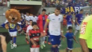 Mascotes ignorados pelo Fla em Manaus entram em campo com o Nacional-AM - Time convidou e cinco das onze crianças que entrariam com os flamenguistas no jogo contra o Vasco acompanharam os atletas do time amazonense.