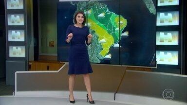Abril termina com frio recorde em várias capitais - Porto Alegre chegou a ter menos de 7ºC nessa semana. Para o mês, essa temperatura foi a menor desde 1971. Florianópolis registrou menos de 10ºC. Para abril, foi a menor temperatura desde 1999.