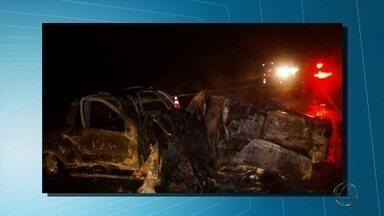 Três pessoas morrem em acidente na BR-163 próximo a Nova Alvorada do Sul - De acordo com informações da polícia e Corpo de Bombeiros, os corpos ficaram completamente carbonizados.