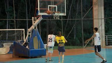 Projeto da UFJF oferece aulas de basquete para adolescentes - Podem participar meninas e meninos entre 13 e 15 anos