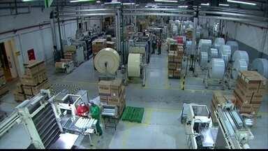 Após aumento na conta de energia, a ordem é economizar - Reportagem visitou uma fábrica em Abreu e Lima, na Região Metropolitana do Recife, que está fazendo o possível para poupar.