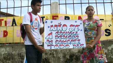 Alunos de escolas públicas conscientizam população sobre lixo no bairro do Maracanã - Alunos de escolas públicas conscientizam população sobre lixo no bairro do Maracanã.