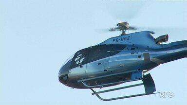 Helicóptero do Graer dá apoio a operação policial em Maringá - Objetivo é apreender armas e drogas