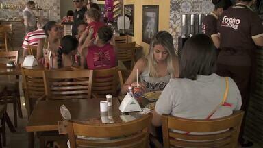 Preço médio da refeição fora de casa em Maceió é a menor do Nordeste, diz Datafolha - No entanto, comer na rua ainda pesa no bolso.