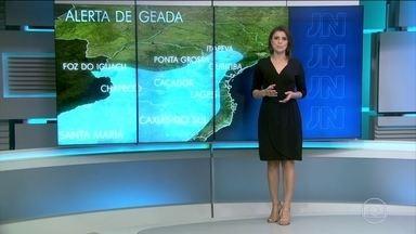 Madrugada de domingo (1) pode gear no Sul e Sudeste - Neste sábado (30), algumas das maiores temperaturas do Brasil, foram registradas na Serra Gaúcha. Quente mesmo, praticamente só no Norte e Nordeste. E a primeira semana de maio, vai ser com pouca chuva na maior parte do país.