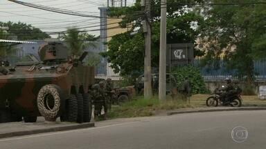 Operação de guerra para dar segurança a condomínio habitacional em Guadalupe - Ação foi montada na noite de quarta, depois que bandidos atacaram um carro do exército de manhã. Carros blindados foram usados. A ação acabou pouco depois de dez da manhã