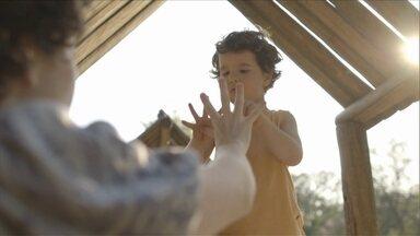 """Documentário """"O começo da vida"""" mostra a importância dos primeiros anos de vida - Qual a importância da figura da mãe nos primeiros anos de vida da criança? Um novo documentário brasileiro - que teve apoio do Unicef, o fundo das Nações Unidas para a infância - percorreu vários países em busca de respostas."""