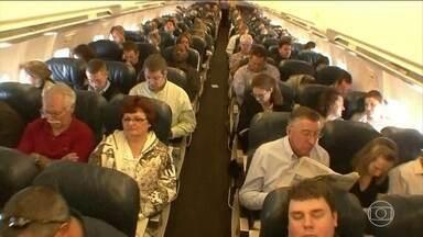 Aviação tem céu de brigadeiro nos EUA, mas passageiros insatisfeitos - Só em 2015, foram mais de 20 mil queixas. Todo dia, 2 milhões de americanos embarcam num avião.