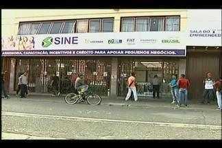 Oportunidades de emprego caem em Uberaba - Só em março, mais de 270 vagas de trabalho foram fechadas na cidade, segundo o Ministério do Trabalho. Por dia, cerca de 120 pessoas procuram uma oportunidade no Sine de Uberaba.