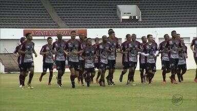 Ferroviária realiza último treino antes de enfrentar o Fluminense pela Copa do Brasil - A partida ocorre no Estádio Raulino de Oliveira em Volta Redonda às 21h30.