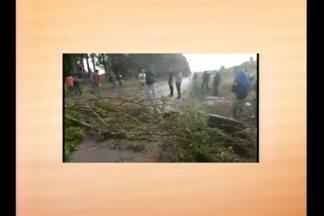 Protesto bloqueia BR-285 - O MST bloqueou o trecho entre São Luiz Gonzaga, RS, e Santo Antônio das Missões, RS.