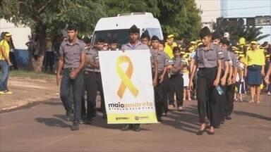 Campanha 'Maio Amarelo' faz caminhada em Cacoal - Estudantes participaram da ação para chamar a atenção para os cuidados com o trânsito.