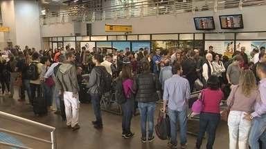 Impasse por atraso de salário de funcionários causa filas no Aeroporto Hercílio Luz - Impasse por atraso de salário de funcionários causa filas no Aeroporto Hercílio Luz
