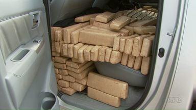 Polícia apreende mais de meia tonelada de maconha em Foz - A droga estava em uma caminhonete abandonada.