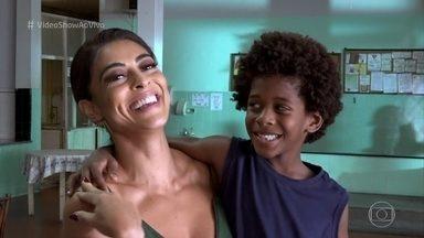 Juliana Paes diz que dá bronca nos filhos, mas assume: 'Sou uma mãe permissiva' - Confira os bastidores do encontro de Carolina com Gabriel em 'Totalmente Demais'