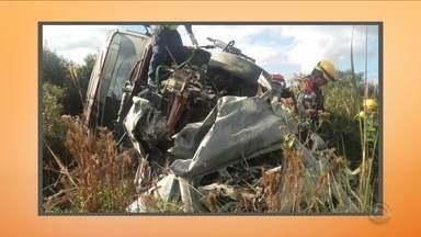 Acidente entre carro e caminhão na BR-282 em Campos Novos deixa uma vítima - Acidente entre carro e caminhão na BR-282 em Campos Novos deixa uma vítima