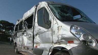 20 pessoas da mesma família ficam feridas após acidente em Ibaté - Segundo a polícia rodoviária, uma pessoa atravessava a pista e o motorista tentou desviar dela.