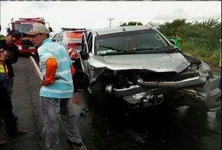 Médico morre em acidente de carro na CE-040, em Beberibe, no Ceará - O médico estava indo dar plantão na Maternidade de Aracati.