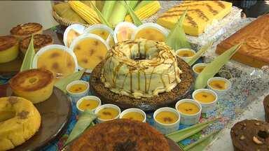 Comerciantes inovam para vender comidas de milho em Campina Grande - Nesse tempo de crise econômica, tem que saber inovar para não perder o cliente.