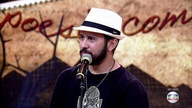 Bráulio Bessa recita cordel sobre a união - Plateia assiste ao quadro 'Poesia Com Rapadura' de mãos dadas