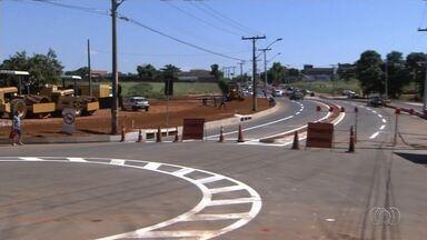 Ponte que estava interditada é liberada para trânsito, em Goiânia - Moradores comemoraram a melhoria no trânsito na região.