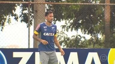 Jogadores do Cruzeiro falam da adaptação ao trabalho do novo técnico portugês - Argentino Ariel Cabral fala da dificuldade de entender os comandos no novo técnico português, Paulo Bento