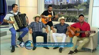 Paraná e Trio Parada Dura se apresentam na Exposição Agropecuária de Goiânia - Grupo responde perguntas de fãs e falam sobre carreira na música.