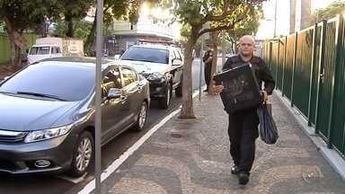 Juiz de Araçatuba cassa fiança de idoso detido durante operação 'Peter Pan' - Um juiz plantonista de Araçatuba (SP) cassou, no sábado (21), a fiança de um idoso de 75 anos que foi detido durante a operação 'Peter Pan', de combate a pornografia infantil na sexta-feira (20). O suspeito chegou a pagar R$ 20 mil para responder em liberdade, mas o magistrado pediu a prisão preventiva dele.