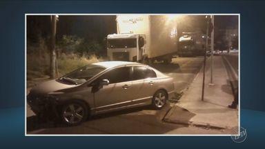 Carro é atingido por trem em Valinhos - Apesar do susto, a motorista não se machucou.
