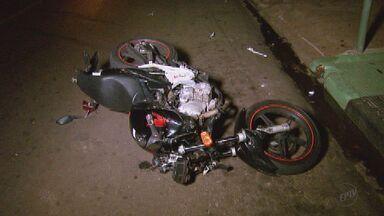 Motociclista morre em acidente na zona oeste de Ribeirão Preto, SP - Acidente ocorreu na noite de terça-feira (25), no cruzamento das ruas Rio Maroni e Porto Seguro.